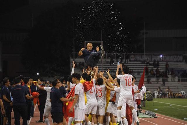 Niềm vui của các cầu thủ Việt Nam.