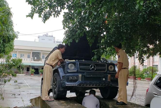 Chiếc xe Mercedes G55 AMG tại trụ sở công an.
