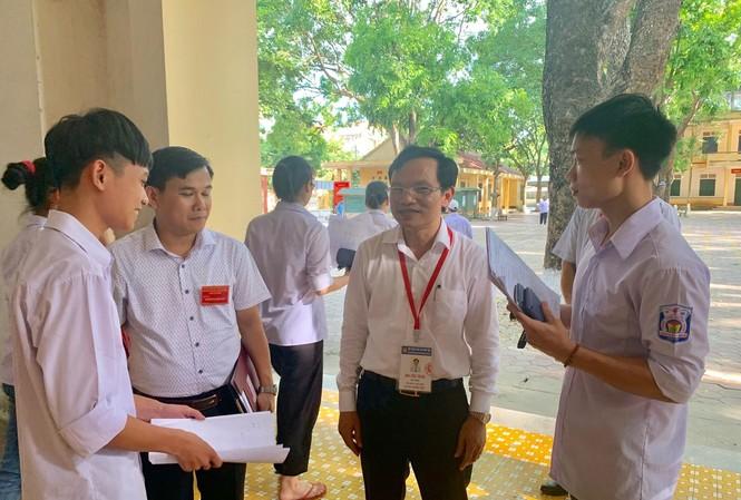 Ông Mai Văn Trinh kiểm tra thi tại Thanh Hóa