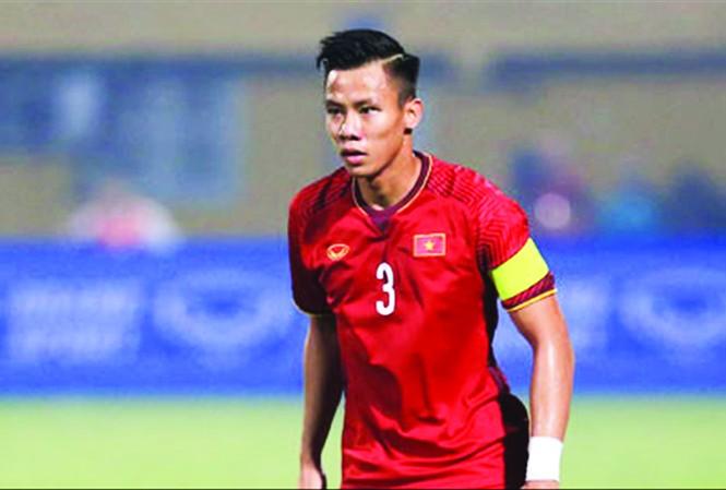 Trung vệ Quế Ngọc Hải không ra sân thi đấu ở trận Viettel thua ngược Hà Nội 2-5  ảnh: VSI