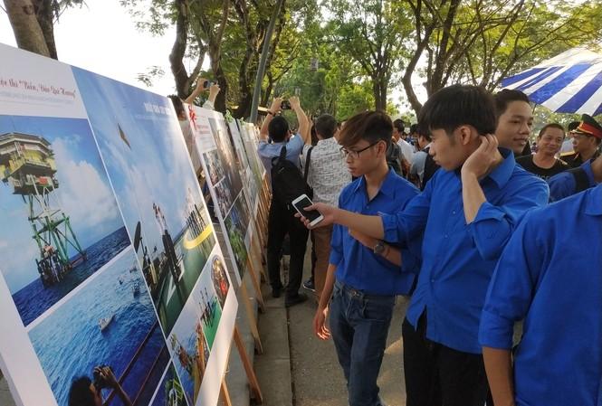 """Triển lãm ảnh nghệ thuật """"Biển đảo, quê hương ở Huế"""" Ảnh: PV"""