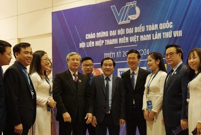 Thường trực Ban Bí thư Trần Quốc Vượng và các đại biểu dự Đại hội