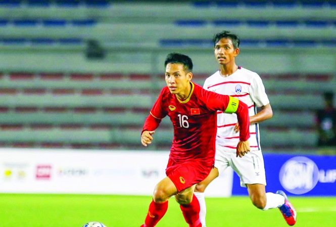 Hùng Dũng và Quang Hải cạnh tranh quyết liệt cho danh hiệu Quả bóng vàng Việt Nam 2019 ảnh: HỮU PHẠM