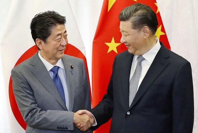 Chủ tịch Trung Quốc Tập Cận Bình (phải) và Thủ tướng Nhật Bản Abe Shinzo gặp nhau ở Nga tháng 9/2019ảnh: Kyodo