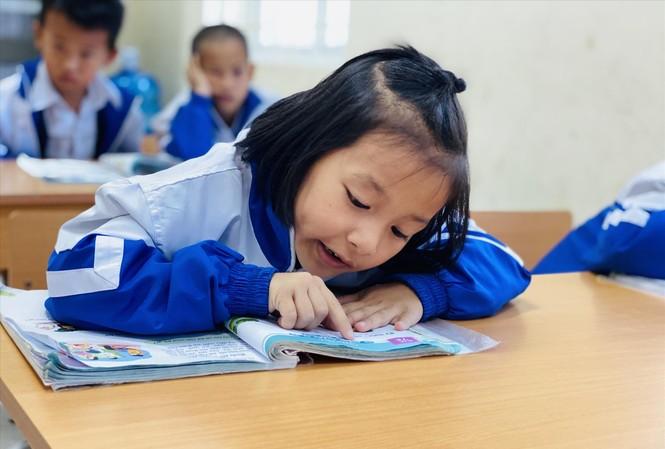 Học sinh Trường Phổ thông dân tộc bán trú tiểu học & THCS Đồng Lâm 2 (Quảng Ninh) trong một giờ học Tiếng Việt 1