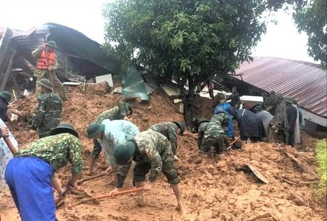 Trượt lở đất đá là nguyên nhân gây ra nhiều tai nạn thương tâm tại miền Trung trong đợt mưa lũ vừa qua