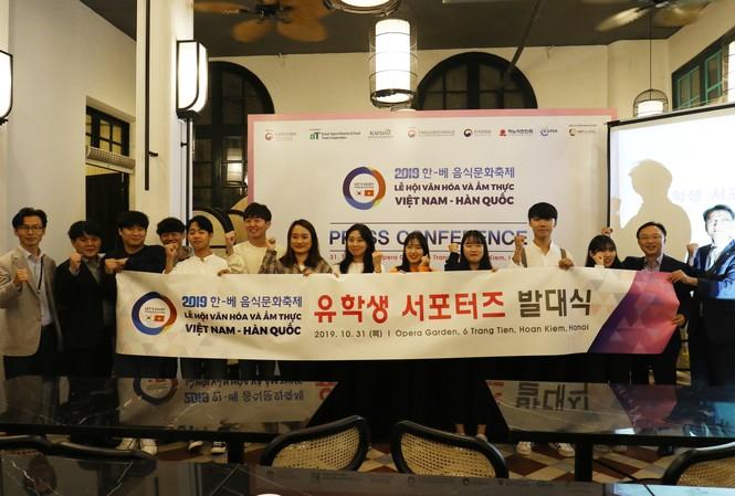 Ban tổ chức Lễ hội Văn hóa và Ẩm thực Việt- Hàn 2019. Ảnh: Nhật Minh