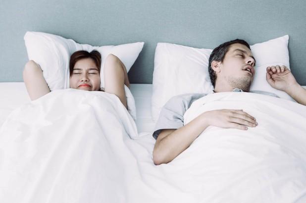 Tiếng ngáy không những gây khó chịu cho người nằm cạnh,mà còn có thể làm cho họ bị suy yếu hệ miễn dịch.