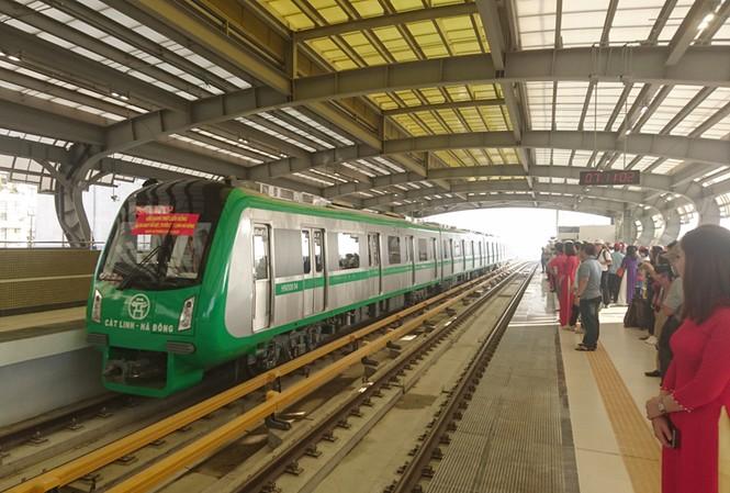 Hà Nội đang nghiên cứu các phương án để điều chỉnh các tuyến xe buýt nhằm liên thông với đường sắt Cát Linh - Hà Đông.