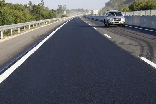 Mặt đường cao tốc Đà Nẵng - Quảng Ngãi sau sửa chữa.