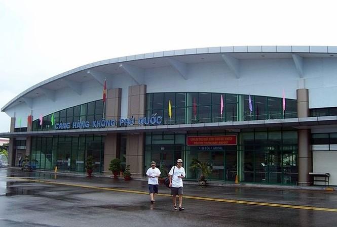 Sân bay Phú Quốc thời tiết xấu phải đóng cửa, một số chuyến bay đi đến trong ngày 9/8 đã phải hủy hoặc lùi giờ. Ảnh minh họa.