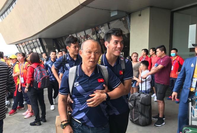 Đội tuyển U22 Việt Nam đã ra sân bay ở thủ đô Manila làm thủ tục lên chuyến chuyên cơ về nước.
