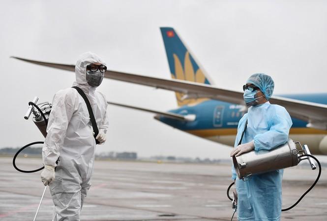 Hàng không tăng cường các biện pháp phòng chống dịch COVID-19 sau khi dịch bệnh lây lan tại Quảng Ninh và Hải Dương.