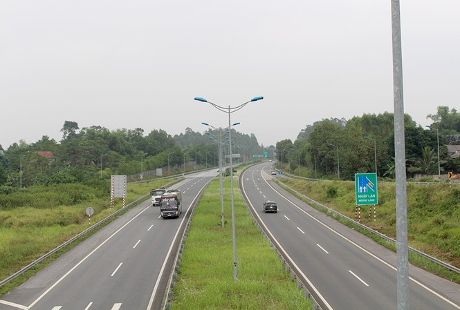 Bộ GTVT sẽ báo cáo Quốc hội 2 dự án BOT cao tốc Bắc - Nam không có nhà đầu tư để có thể chuyển sang đầu tư công.