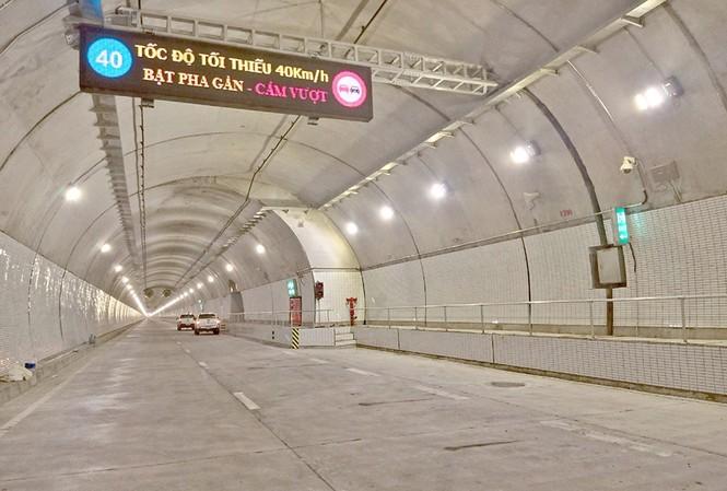 Hầm Hải Vân 2 đã khánh thành từ ngày 11/1, nhưng nhà đầu tư chưa mở cửa khai thác do dự án chưa được thu phí, nhà nước chưa hoàn thành nghĩa vụ tài chính theo hợp đồng BOT.