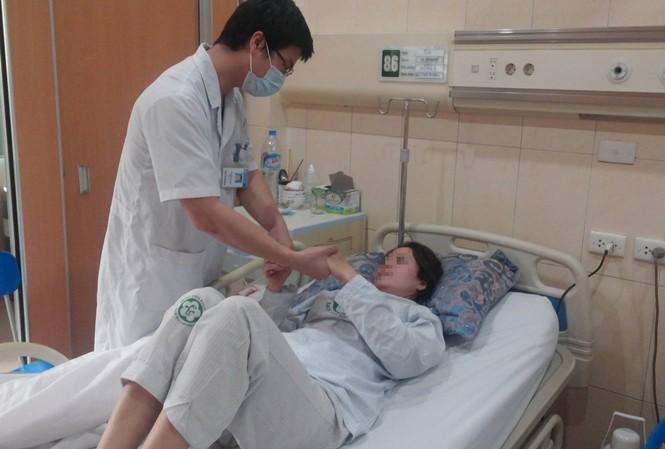 Ngày điều trị thứ 8, bệnh nhân B.T.K.P. hoàn toàn tỉnh táo, không còn bất cứ dấu hiệu liệt nào