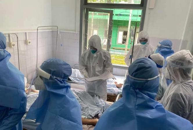 Điều trị cho bệnh nhân mắc COVID-19 tại Bệnh viện đa khoa Bắc Quảng Nam. Ảnh: TS- BS Lương Quốc Chính