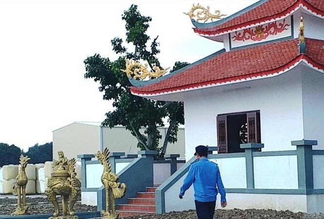 Công ty Cổ phần Công nghệ Frit Phú Sơn đã xây dựng phòng thờ này mà không được sự cho phép của cơ quan chức năng