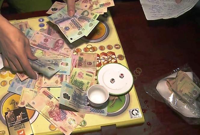 Tang vật vụ đánh bạc có số lượng con bạc tham gia lên đến hàng chục người