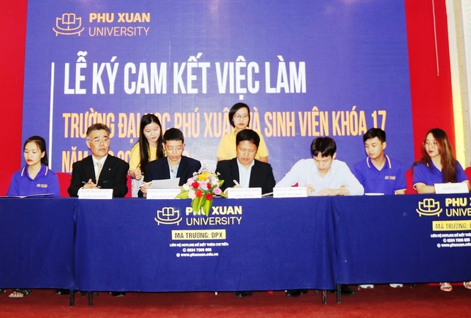 Ký cam kết giới thiệu và đảm bảo việc làm cho sinh viên Đại học Phú Xuân Huế