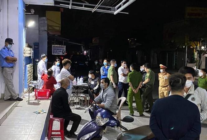3/4 người Trung Quốc đi qua Huế không có hộ chiếu. Nhóm người này đã bị ngăn chặn, xử lý cách ly phòng COVID-19 và xem xét trục xuất.
