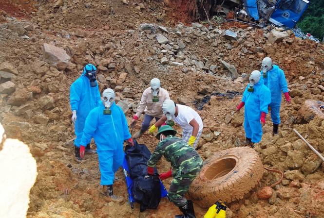 """Công ty cổ phần Thủy điện Rào Trăng 3 đã đưa ra những """"biện pháp khắc phục"""" đối với 17 gia đình có người tử vong, mất tích do sự cố sạt lở đất tại thủy điện Rào Trăng 3."""