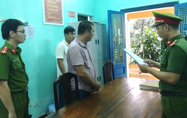 Đọc lệnh khởi tố, bắt tạm giam đối với Nguyễn Phước Quý Tuấn.