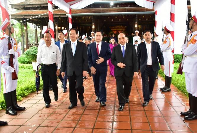 Lãnh đạo Đảng, Nhà nước dâng hương tưởng niệm Đại tướng Lê Đức Anh tại Nhà văn hóa Chủ tịch nước Lê Đức Anh ở xã Lộc An, huyện Phú Lộc, tỉnh TT-Huế.