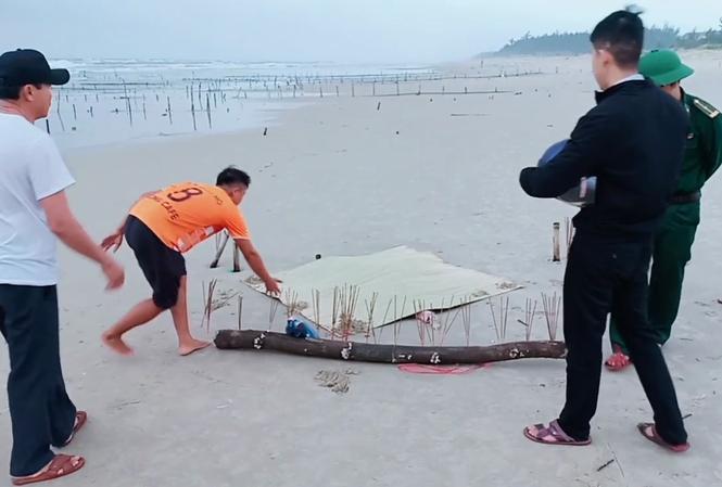 Thi thể không đầu trôi dạt vào bờ biển Quảng Nam