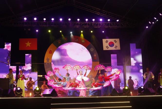 Bạn trẻ Việt háo hức trải nghiệm văn hóa Hàn Quốc tại Hội An