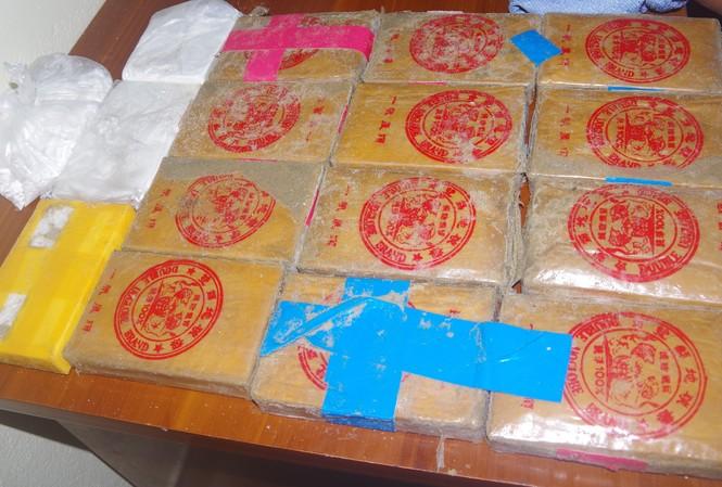 Số heroin trôi dạt ở bờ biển Quảng Nam được người dân nhặt được và giao nộp