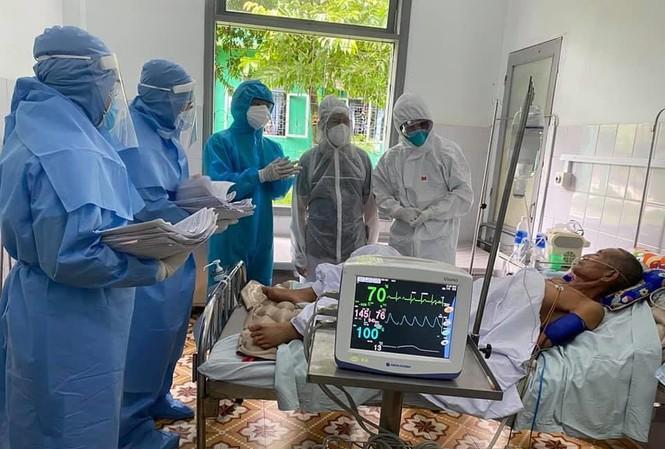 Điều trị cho bệnh nhân mắc COVID-19 tại Bệnh viện Đa khoa Bắc Quảng Nam. Ảnh: TS - BS Lương Quốc Chính