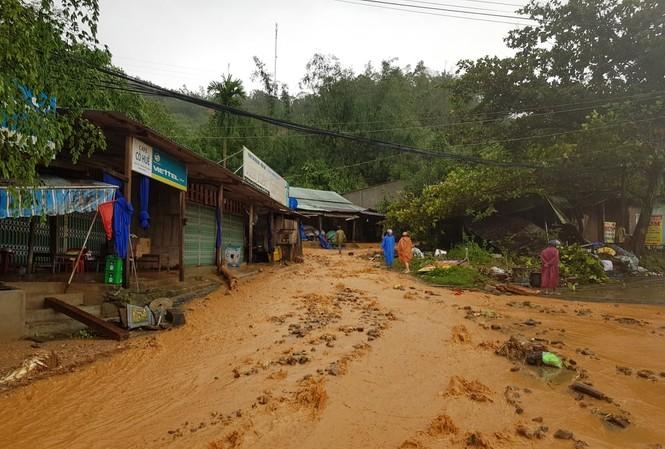 Sạt lở nghiêm trọng xảy ra tại huyện Nam Trà My, Quảng Nam. ảnh H. Thọ
