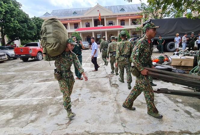 Quân đội hành quân vào Trà Leng, tìm kiếm cứu hộ người mất tích