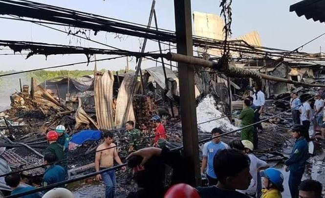 Cháy lớn thị trấn Năm Căn, một nữ sinh tử vong