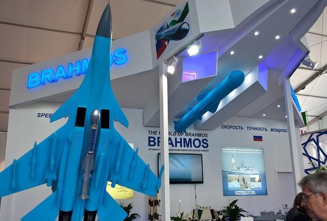 Tên lửa BrahMos trưng bày tại triển lãm. Ảnh: Sputnik