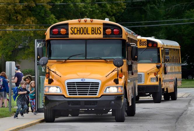 Xe buýt đưa đón học sinh được cho là phương tiện an toàn, tập trung nhất, nhưng những mối nguy hiểm tiềm ẩn vẫn tồn tại. Ảnh: AP.