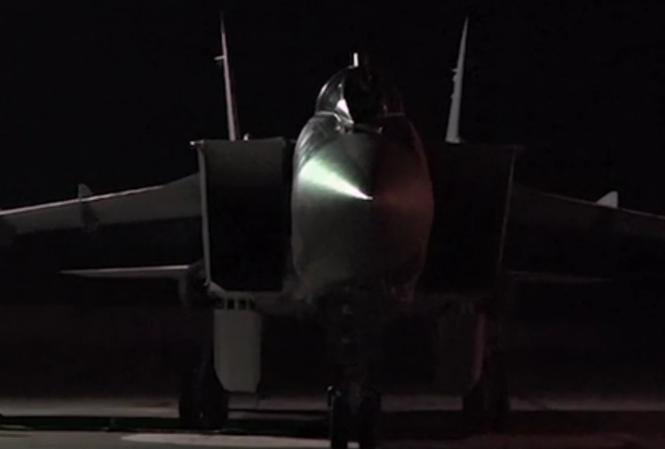 Xem tiêm kích đánh chặn MiG-31 phóng tên lửa huỷ diệt mục tiêu trong đêm