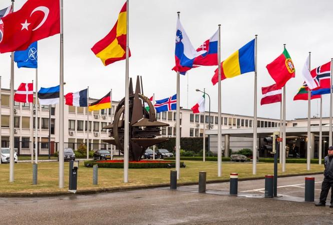 Tổng thống Pháp cảnh báo NATO tê liệt vì quá phụ thuộc Mỹ. Ảnh: AP