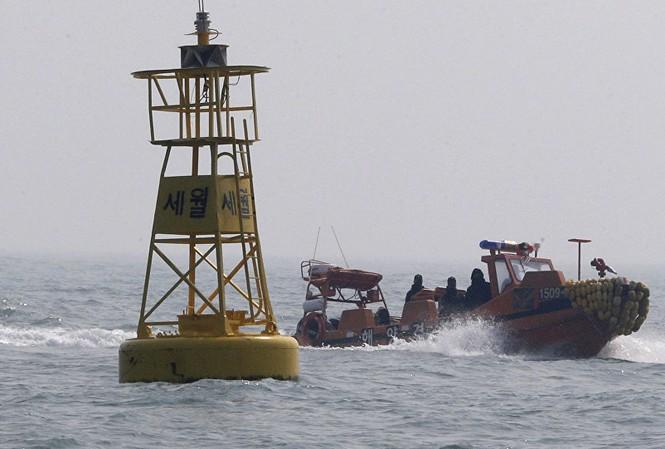 Thuyền bảo vệ bờ biển Hàn Quốc. Ảnh: AP