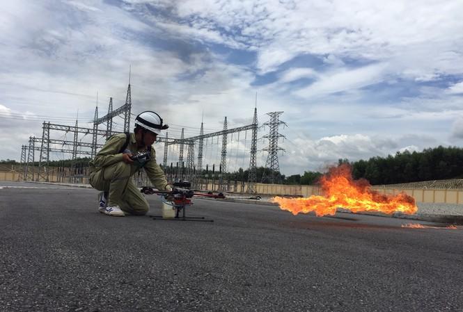 'Rồng lửa' của thợ truyền tải điện