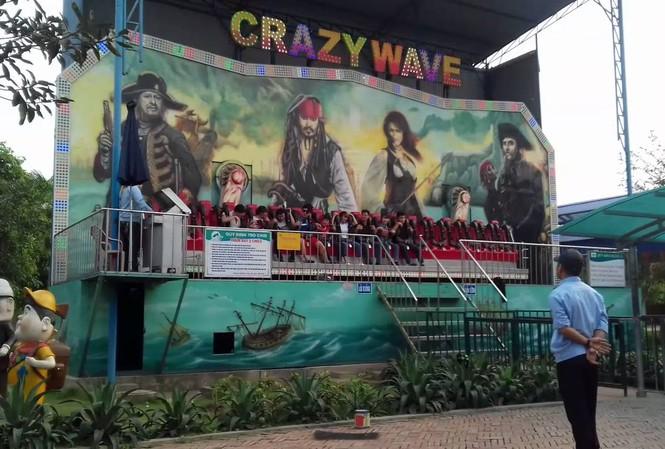 Trò chơi Crazy Wave – sóng điên xuất hiện nhiều trong các khu vui chơi giải trí. Ảnh minh họa