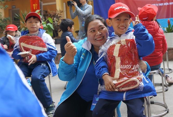 Mang tiếng cười đến trẻ khuyết tật trường Chuyên biệt Bình Minh