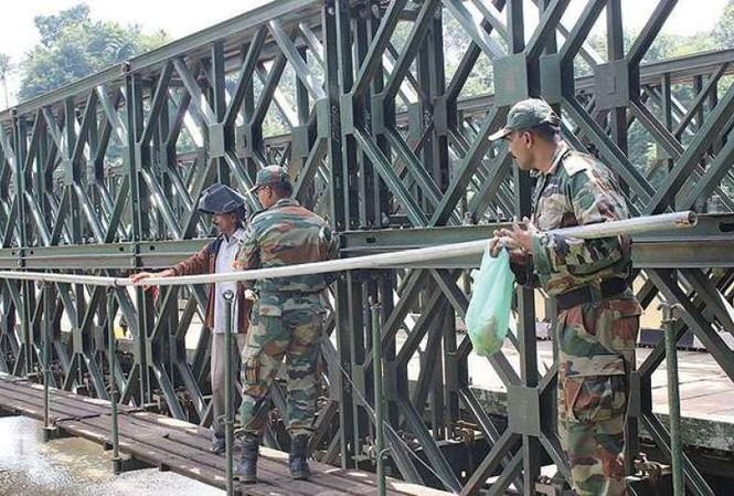 Một cây cầu Bailey được quân đội Ấn Độ xây dựng