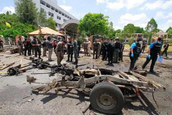 2 vụ nổ bom liên tiếp đã khiến cho 25 người bị thương. Ảnh: Reuters