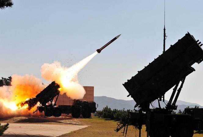 Hệ thống phòng thủ tên lửa Patriot. Ảnh: Reuters