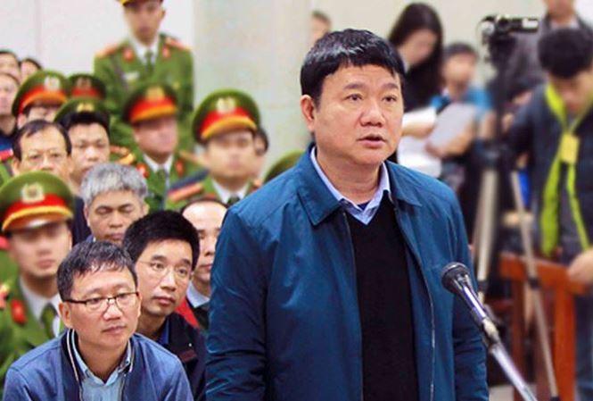 Ông Đinh La Thăng trả lời Hội đồng xét xử. Ảnh: TTXVN.