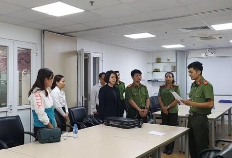 CQĐT tống đạt các quyết định tố tụng đối với bà Trần Kim Oanh, Phó hiệu trưởng Đại học Đông Đô