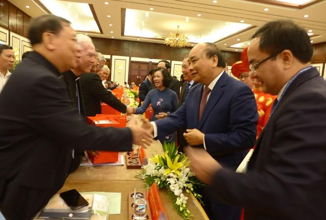 Thủ tướng Chính phủ Nguyễn Xuân Phúc gặp mặt các đại diện chức sắc, chức việc tôn giáo cả nước - ảnh Trí Quân