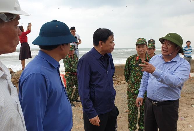 Bộ trưởng NN&PTNT thị sát tỉnh hình phòng chống bão số 6 tại Quảng Ngãi - ảnh Nguyễn Ngọc